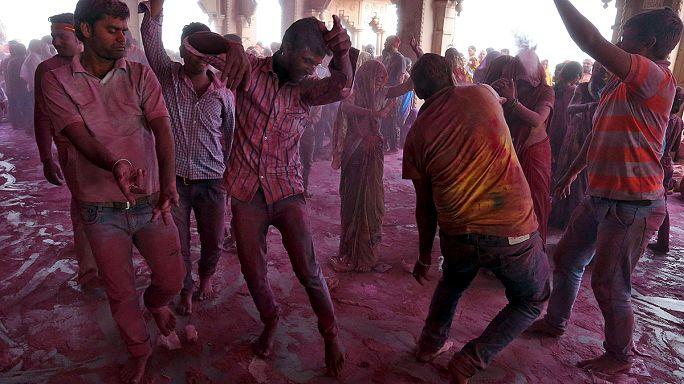 El Holi Festival inunda La India de colores