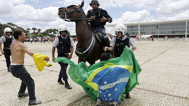 Contestação a Dilma divide o Brasil