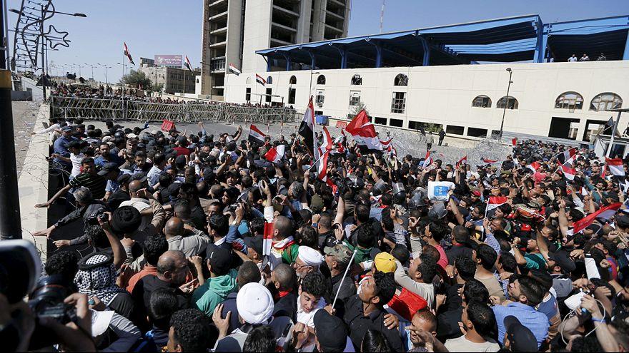 Seguidores de Muqtada al Sadr acampan a las puertas de la Zona Verde de Bagdad