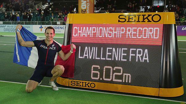 Lavillenie e Suhr confirmam favoritismo no salto à vara