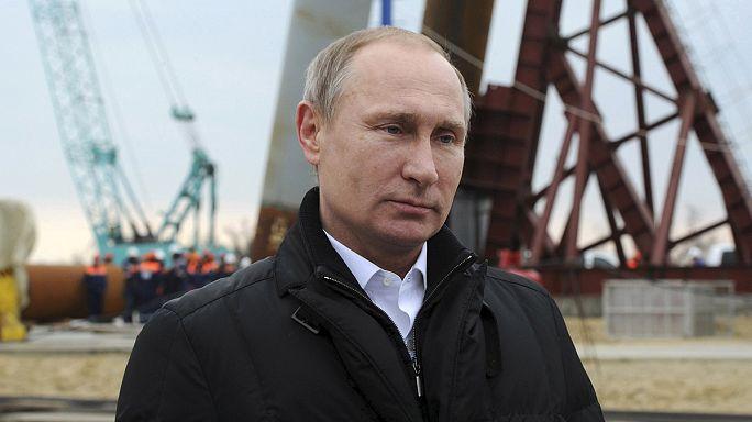 Putyin megnézte a Krím és Oroszország közötti híd építését