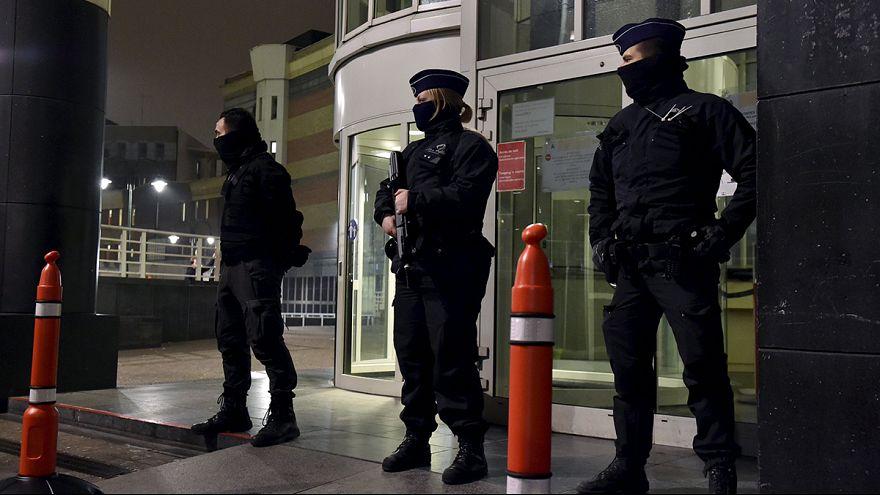 Paris saldırısının kaçak zanlısı Abdeslam Brüksel'de yakalandı