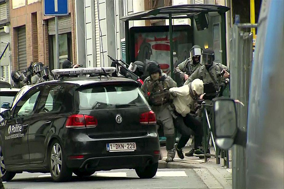 Arrestation musclée de suspects des attentats de Paris à Bruxelles