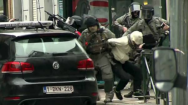 """Atentados de Paris: Abdeslam e cúmplice acusados pela Bélgica de """"assassínio terrorista"""""""