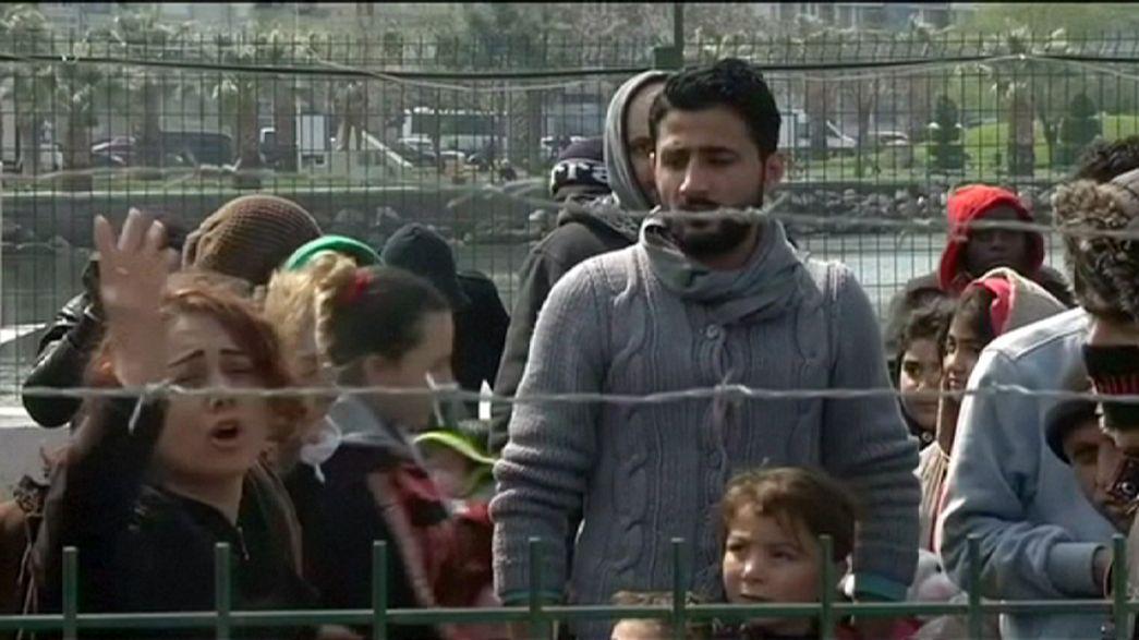 Migrants arrive on Greek islands as EU-Turkey deal enters into force