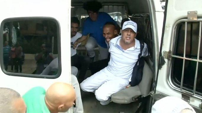 """كوبا : تفريق مظاهرة لـ""""سيدات الرداء الأبيض"""""""