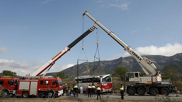 التعرفُ على هويات 9 نساء من القتيلات الـ: 13 في حادث الحافلة في إسبانيا