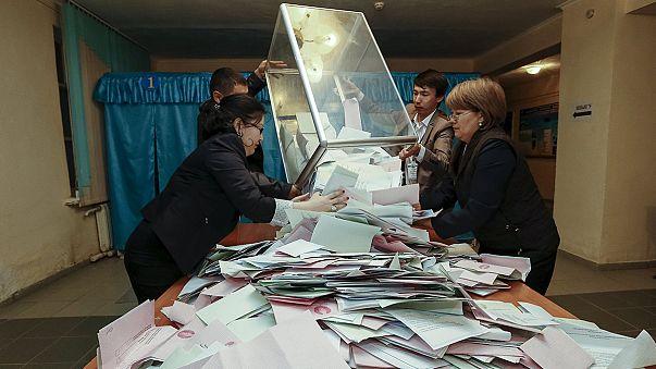 Kazakhstan : Nazarbaïev remporte les législatives