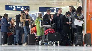 Франция: во второй день забастовки авиадиспетчеров отменены до трети рейсов