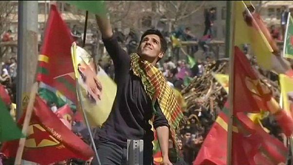 Curdi celebrano un Newroz blindato in Turchia