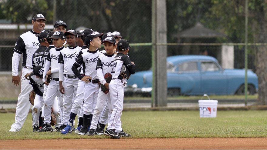 Történelmi baseball meccs Kubában