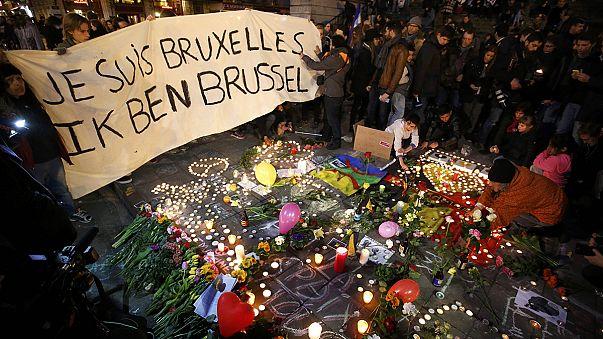 Brussels attacks: Police hunt 'third suspect'