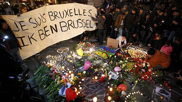 Brussels attacks: Police hunt 'third suspect'