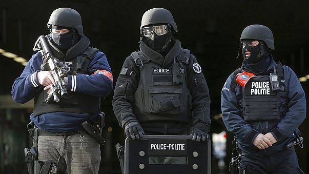 Avrupa alarmda, Fransa Belçika sınırı kapatıldı, Brüksel'de tren ve uçak seferleri iptal