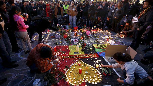 Europa ilumina sus monumentos más emblemáticos con los colores de la bandera belga