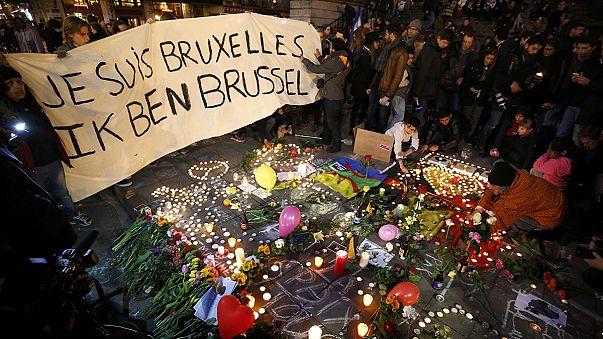"""اعتداءات بروكسل: وقفة تضامن وترحم في ساحة """"لا بورس"""""""