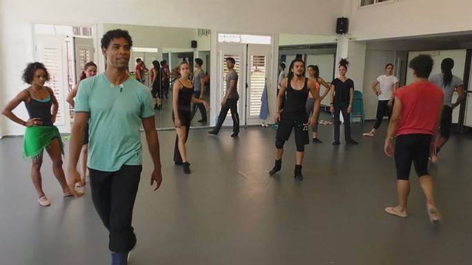 Acosta returns to Cuban roots with a classic contemporary dance mix