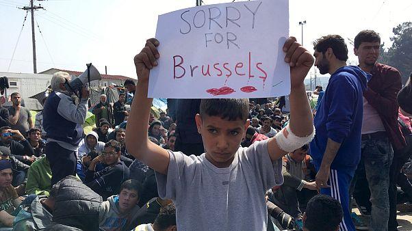 Flüchtlinge und Migranten protestieren an Grenze
