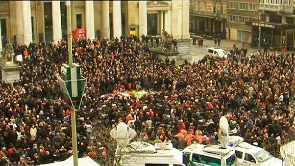 Brüssel schweigt im Gedenken an die Terroropfer