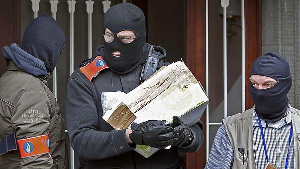 التحقيقات في بروكسل: ثلاثة انتحاريين ومشتبه به هارب نفذوا الاعتداءات