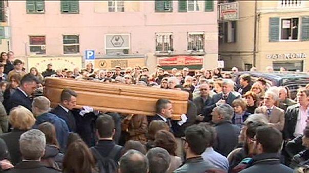 Funeral por una de las chicas que murió en el accidente de autobús