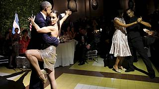 رقص التانغو يُنسي أوباما مخاطر الارهاب