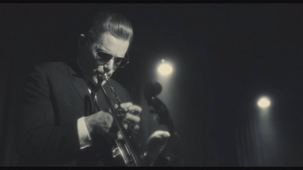 "Ethan Hawke plays it cool in the Chet Baker biopic ""Born to be Blue"""