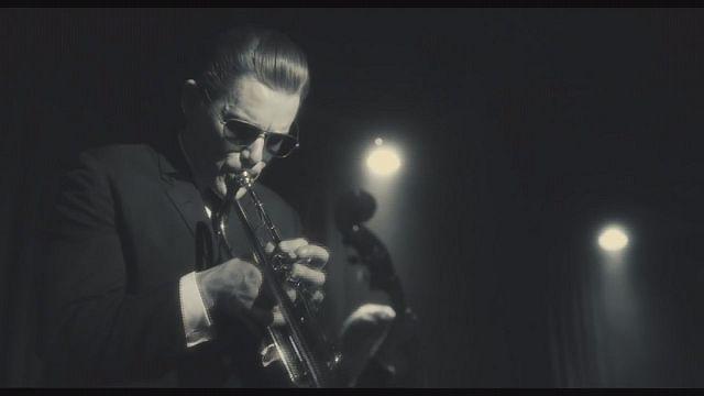 Ethan Hawke a legendás trombitás-énekes bőrében
