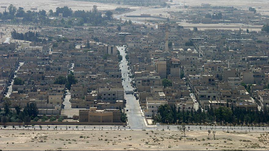 الجيش السوري النظامي يصل إلى مداخل مدينة تدمر الأثرية لاستعادتها من داعش