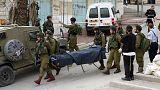 Video shock: un soldato israeliano uccide un assalitore palestinese già ferito e a terra