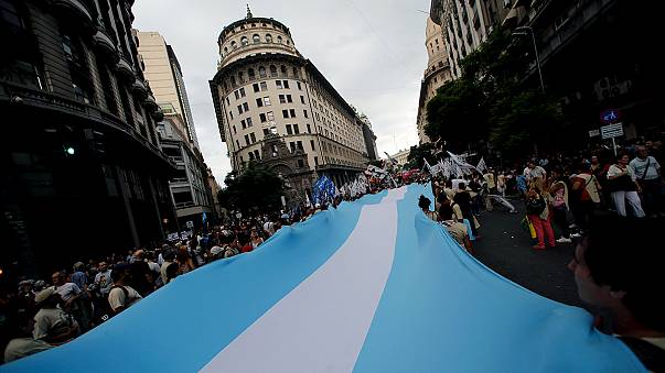 Argentina: Thousands march 40 years after military dictatorship began