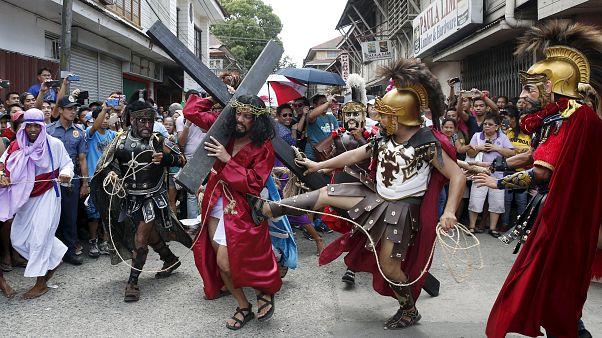 Filipinler'de 'acılı' Paskalya kutlaması