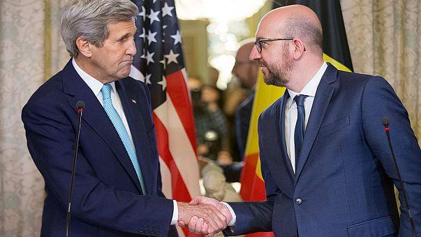 """Kerry Brüsszelben: """"nem hagyjuk magunkat megfélelmíteni"""""""