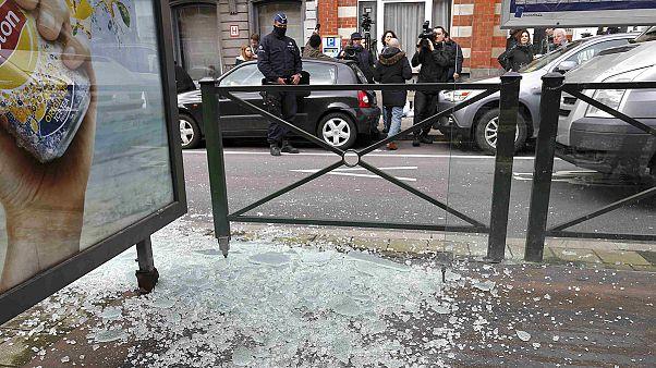 Brüksel'in Schaerbeek bölgesindeki polis operasyonunda bir terör şüphelisi yaralı ele geçirildi