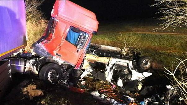 إثنا عشر برتغاليا قضوْا في حادث تصادم في طريق الموت وسط فرنسا