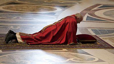 """Papa Francesco: """"Vediamo la croce nei profughi respinti e nelle vittime del terrorismo"""""""