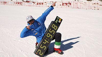 Video: Italian duo break speed skiing world records