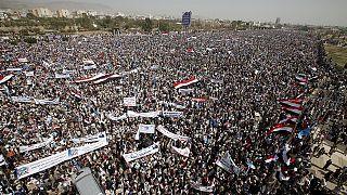 La población chií protesta en Saná por un año de intervención de Arabia Saudí en el Yemen