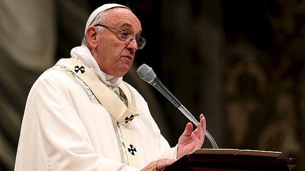 Papst feiert Osternacht im Petersdom