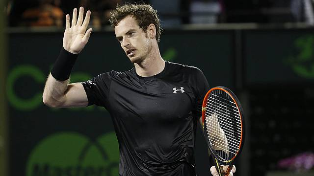 Murray needs new ball after blowing up at umpire