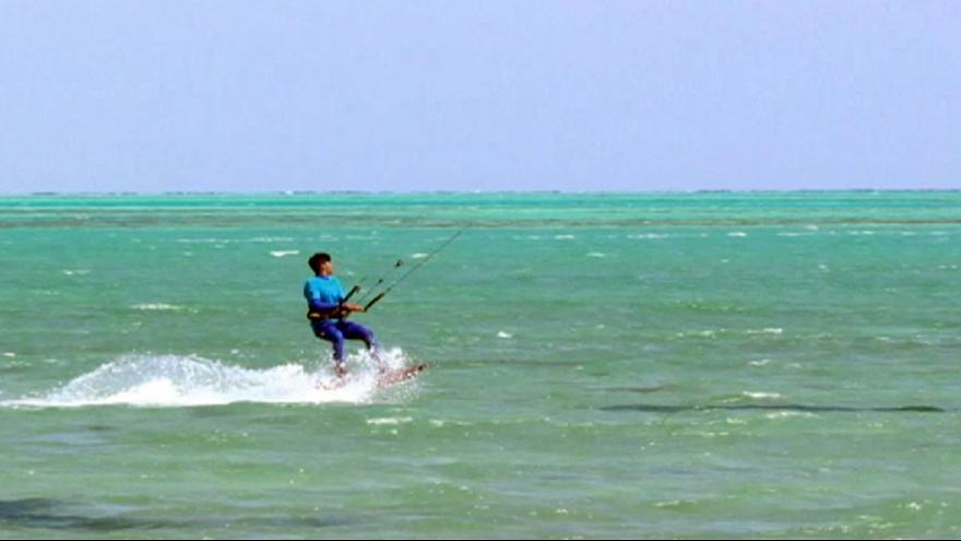 Kitesurfers thrill the crowds in Egypt