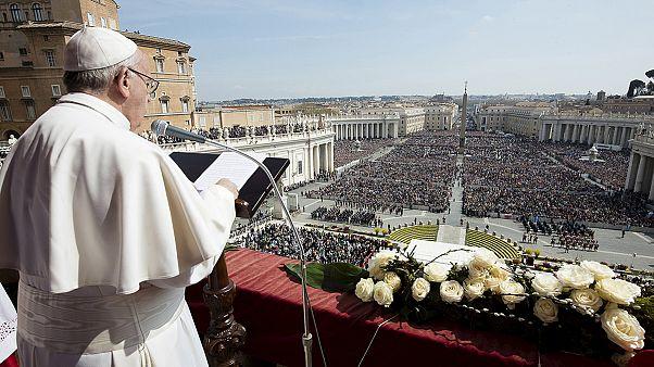 """Papst Franziskus: """"Mit Waffen der Liebe dem Terror begegnen"""""""
