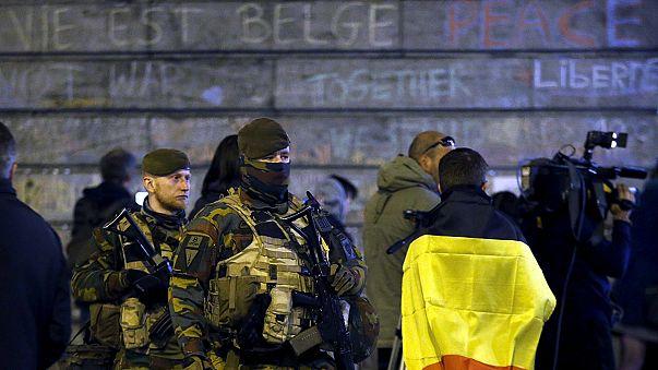 Vádemelések és rendőri rajtaütések a brüsszeli terrortámadások miatt
