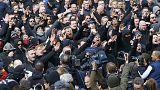 Vermummt, aggressiv, alkoholisiert: Hooligans stören Gedenken in Brüssel