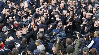 Un grupo de extrema derecha intenta boicotear un homenaje a las víctimas de los atentados en Bruselas