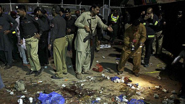 Decenas de muertos en un atentado suicida registrado en un parque de Pakistán