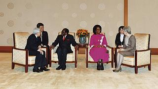Zimbabwe's Mugabe meets with Japanese Emperor