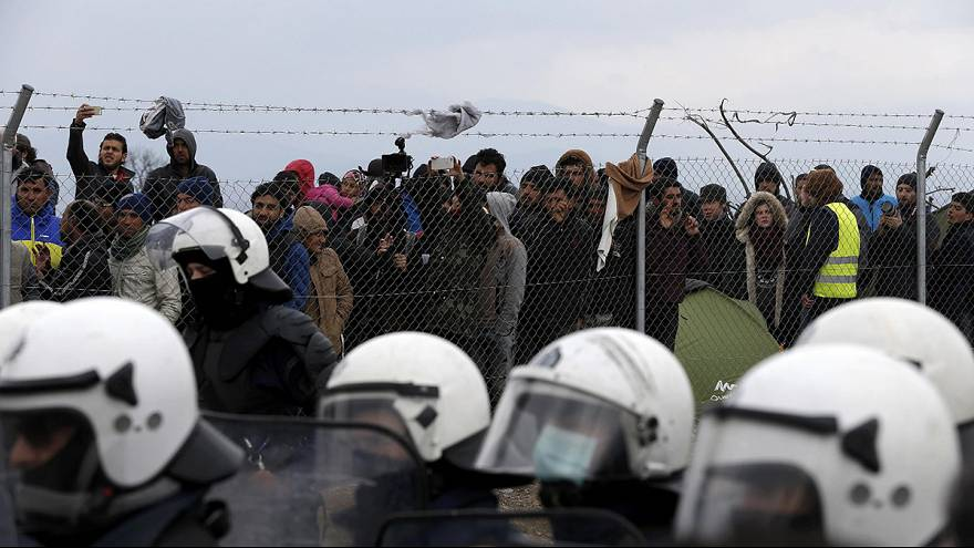 Greece – Idomeni: Migrants protest calling for the borders to be opened
