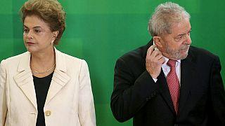 Brésil : des ballons gonflables anti-gouvernement