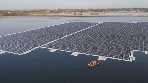 Les panneaux solaires se mettent à l'eau